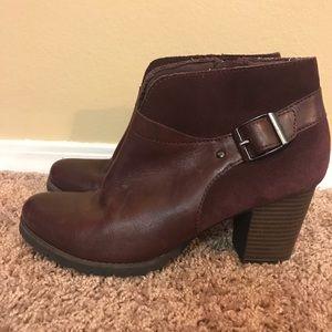 Clarks purple leather/suede booties women's 8